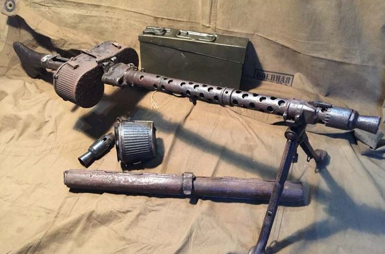 MG 34 with drum magazine.