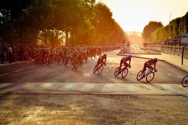 cyclists-601591-1920