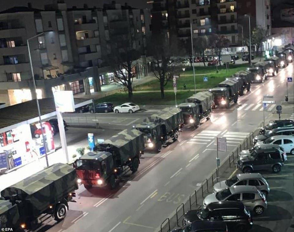 Предположительно военные грузовики в итальянском Бергамо вывозят трупы по ночам
