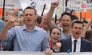 https://i.ibb.co/6DTq9C3/300px-Alexey-Navalny-Anna-Veduta-and-Ilya-Yashin-at-Moscow-rally-2013-06-12.jpg