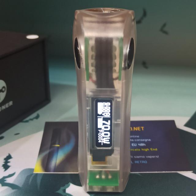 Schermo OLED che mostra il circuito SEVO