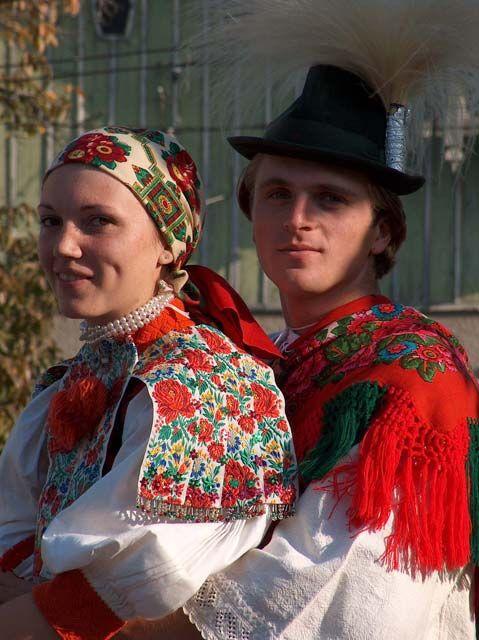 8a5444281ba0f79a3438ce4dc96e53f8-awesome-wedding-ideas-folk-costume.jpg