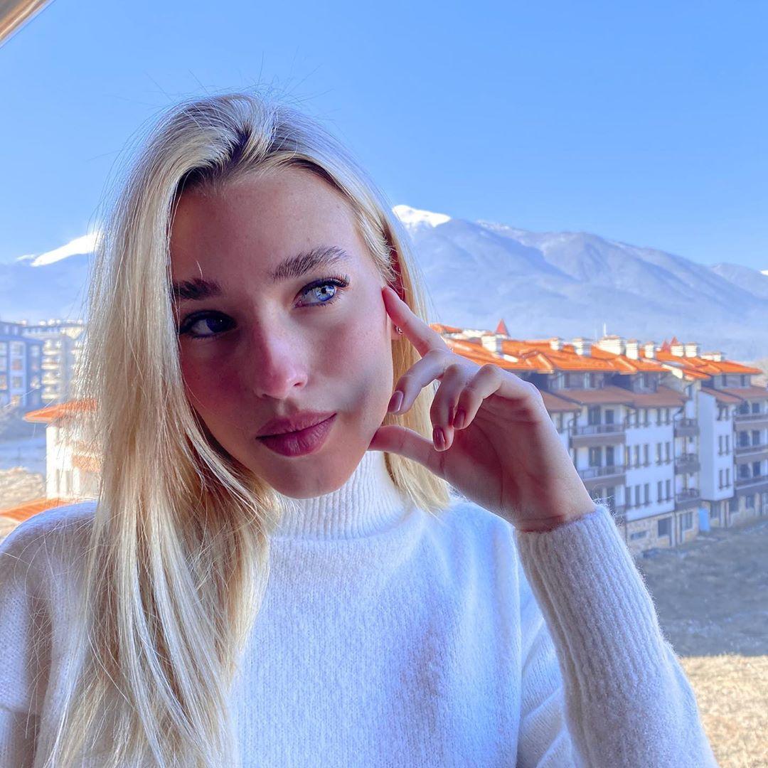 Tanya-Lauren-Wallpapers-Insta-Fit-Bio-4