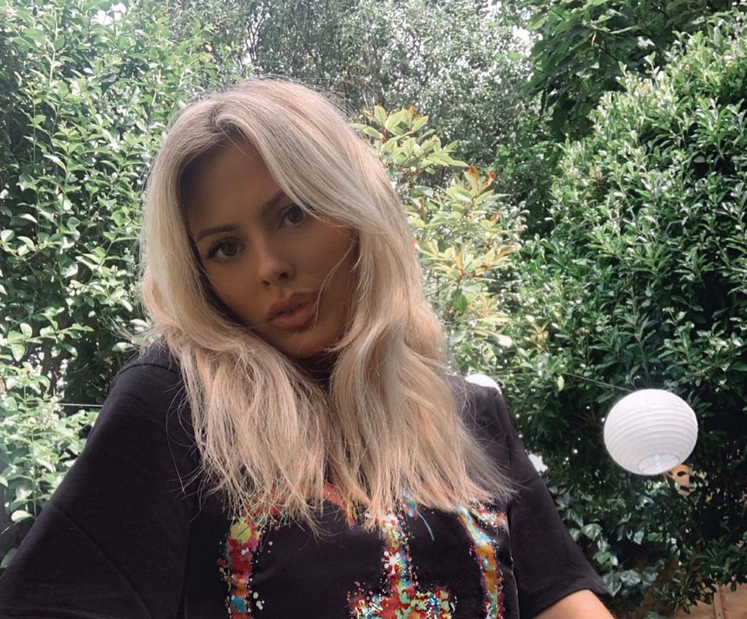 Danielle-Sellers-Wallpapers-Insta-Fit-Bio-5