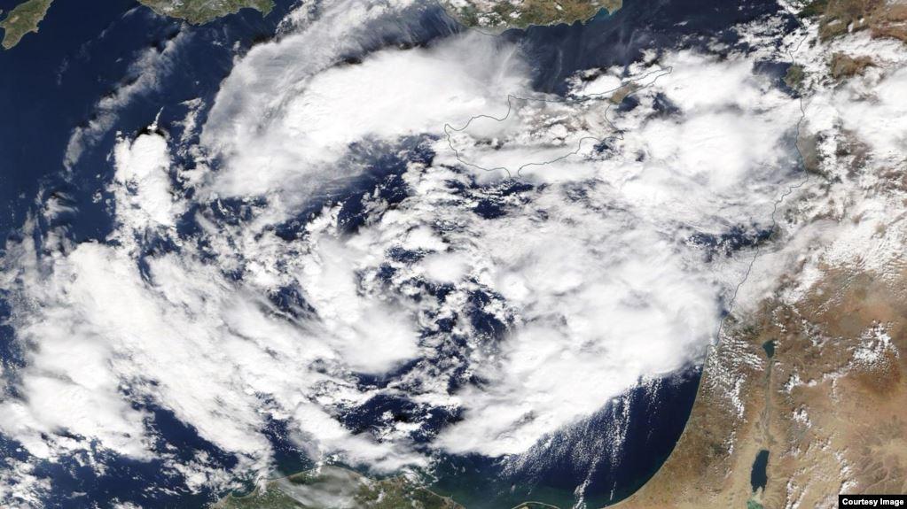 صورة لسحابة ضخمة فوق البحر المتوسط ومخاوف من اعصار مدمر (المصدر: ناسا)