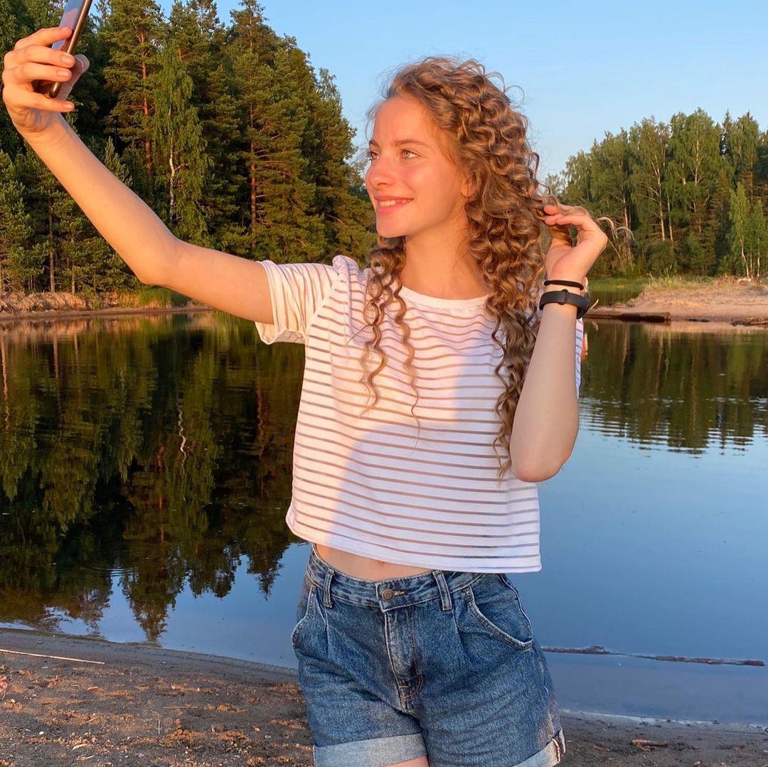 Anna-Gloss-Wallpapers-Insta-Fit-Bio-8