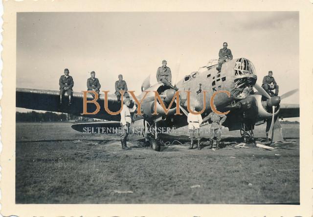 Foto-abgeschossener-russischer-Bomber-Soldaten