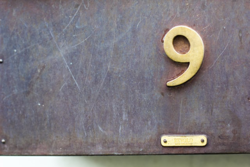 An image of a number 9.