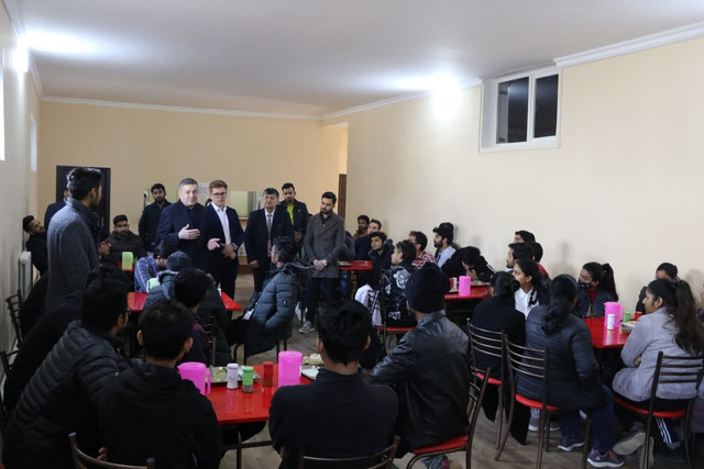 The director of the branch got acquainted with the kitchen  organized for foreign students