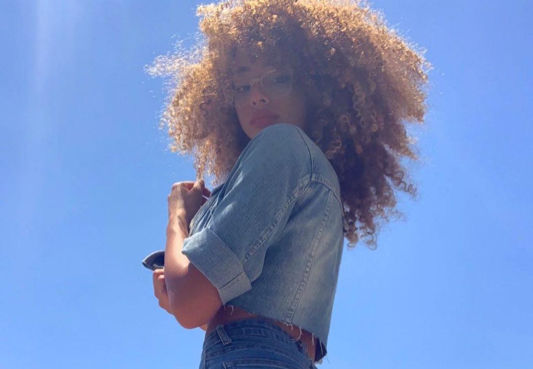 Dana-Curly-Wallpapers-Insta-Fit-Bio-7