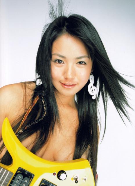 Isoyama-Sayaka-her-mavelous-youthful-days-086