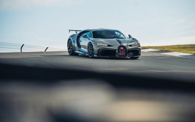 Premiers trajets en Bugatti Chiron Pur Sport 26-17-pur-sport-first-drives-jet-grey
