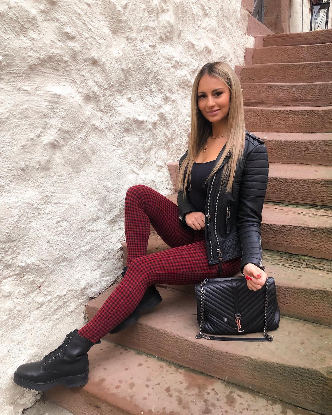 Melissa-Deines-Wallpapers-Insta-Fit-Bio-8