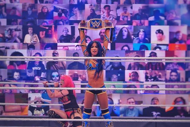 Sasha Bank derrota a Asuka