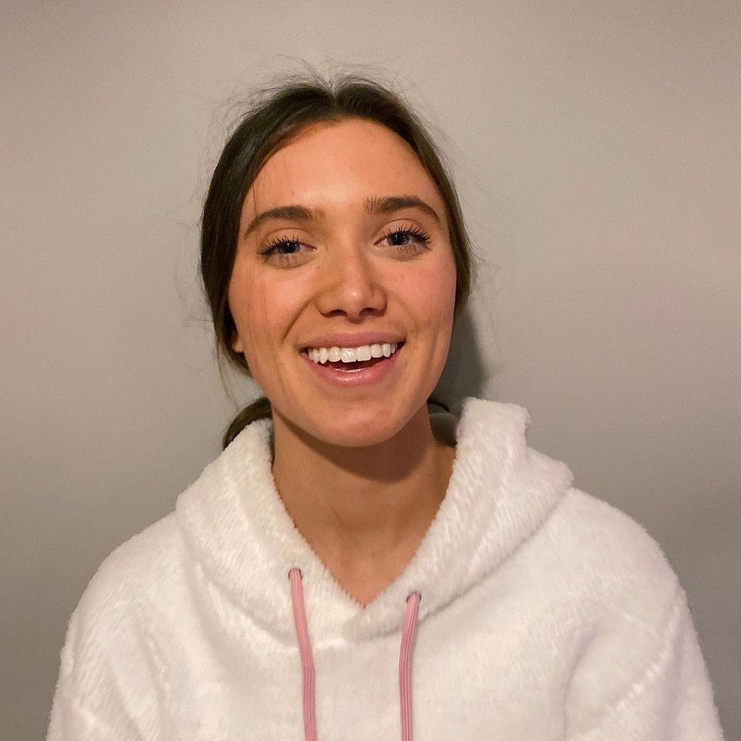 Hannah-Meloche-Wallpapers-Insta-Fit-Bio-10