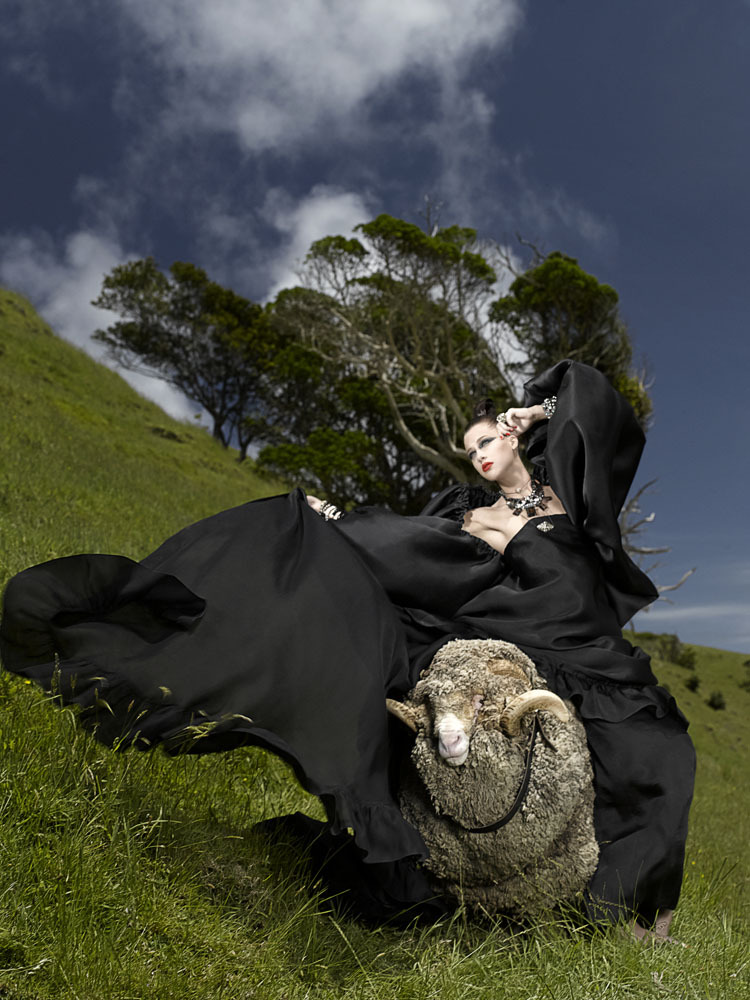Welcome-To-New-Zealand-The-final-six-girls-arrive-in-New-Zealand-and-this-week-s-photo-shoot-finds-t.jpg