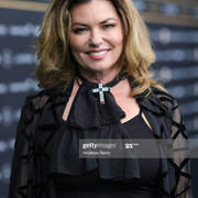 ZURICH-SWITZERLAND-SEPTEMBER-24-Shania-Twain-attends-the-green-carpet-of-the-16th-Zurich-Film-Festiv