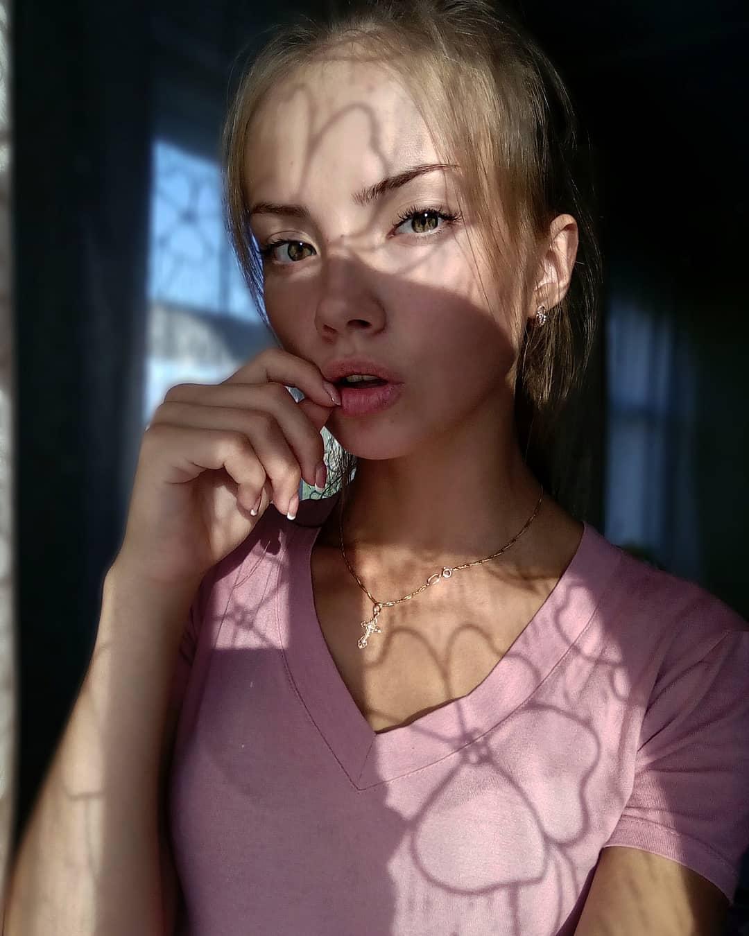 Anastasia-Fefilova-Wallpapers-Insta-Fit-Bio-13
