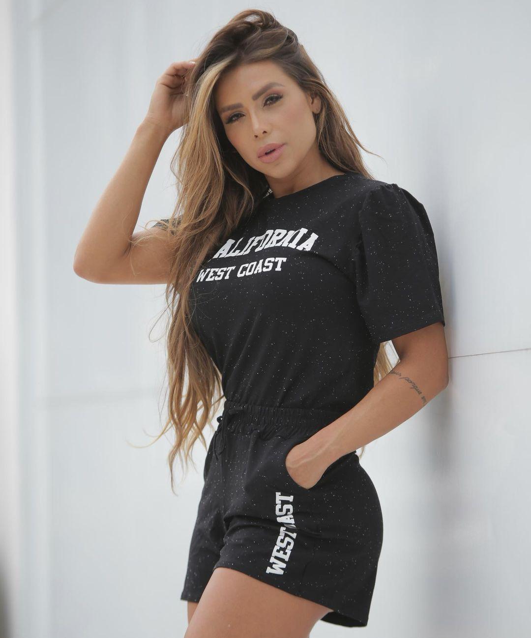 Alessandra-Batista-Wallpapers-Insta-FIt-Bio-4