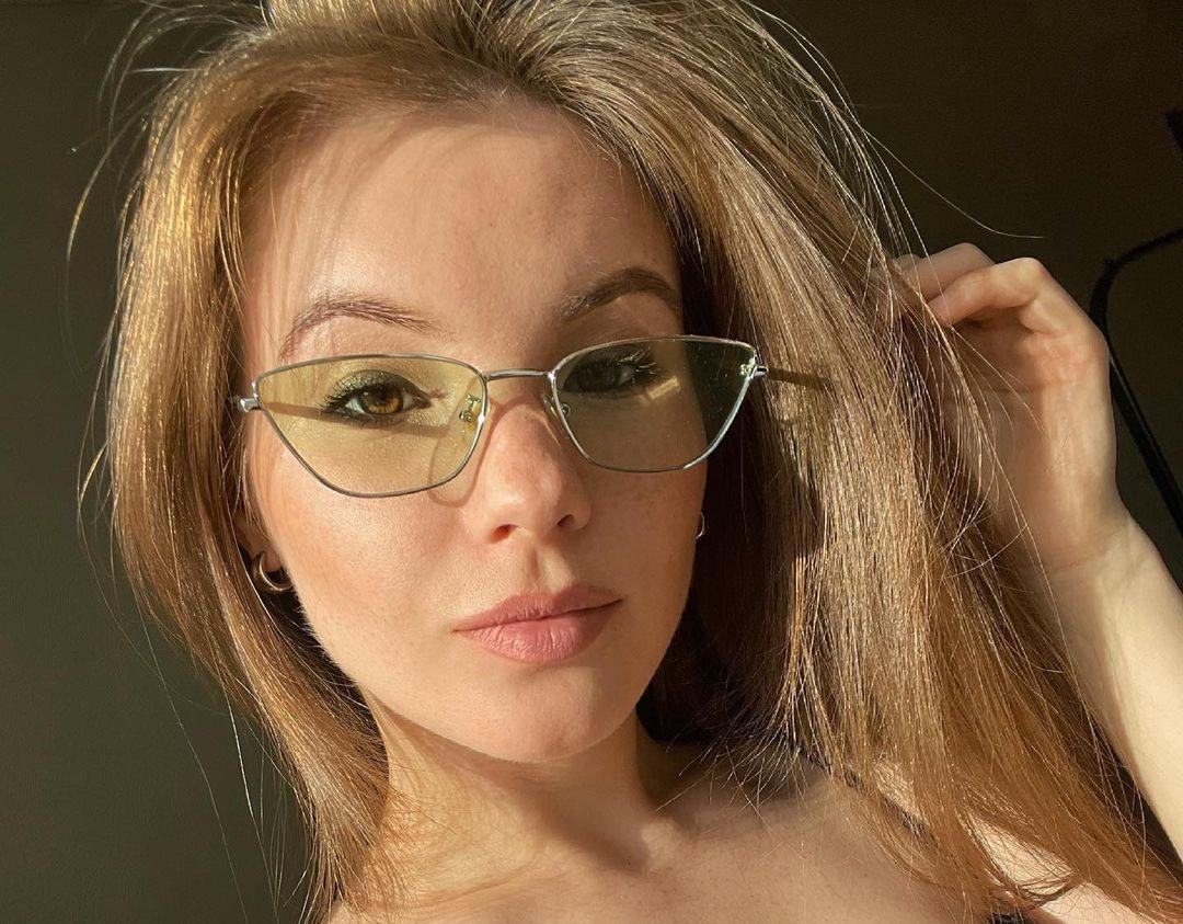 Anna-Kudinova-Wallpapers-Insta-Fit-Bio-30