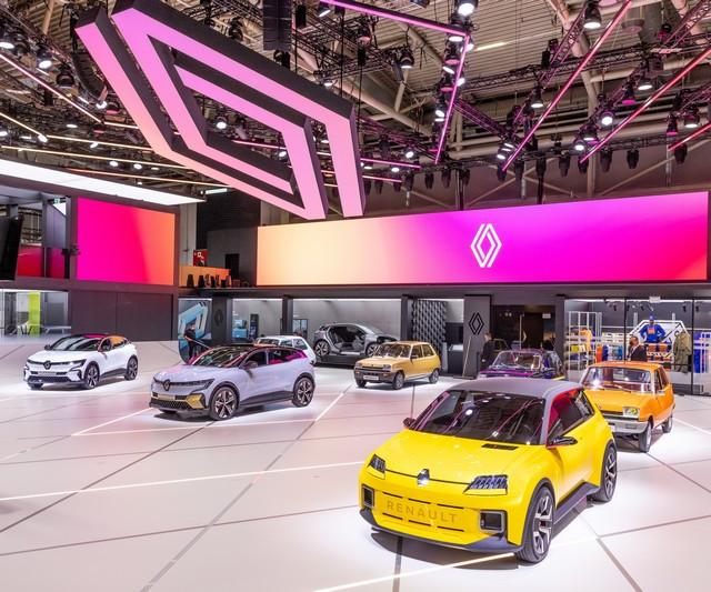 La Renault 5Prototype rencontre ses aïeules au salon de l'automobile de Munich Salon-IAA-de-Munich-2021-Renault-5-Prototype-et-Renault-5-3