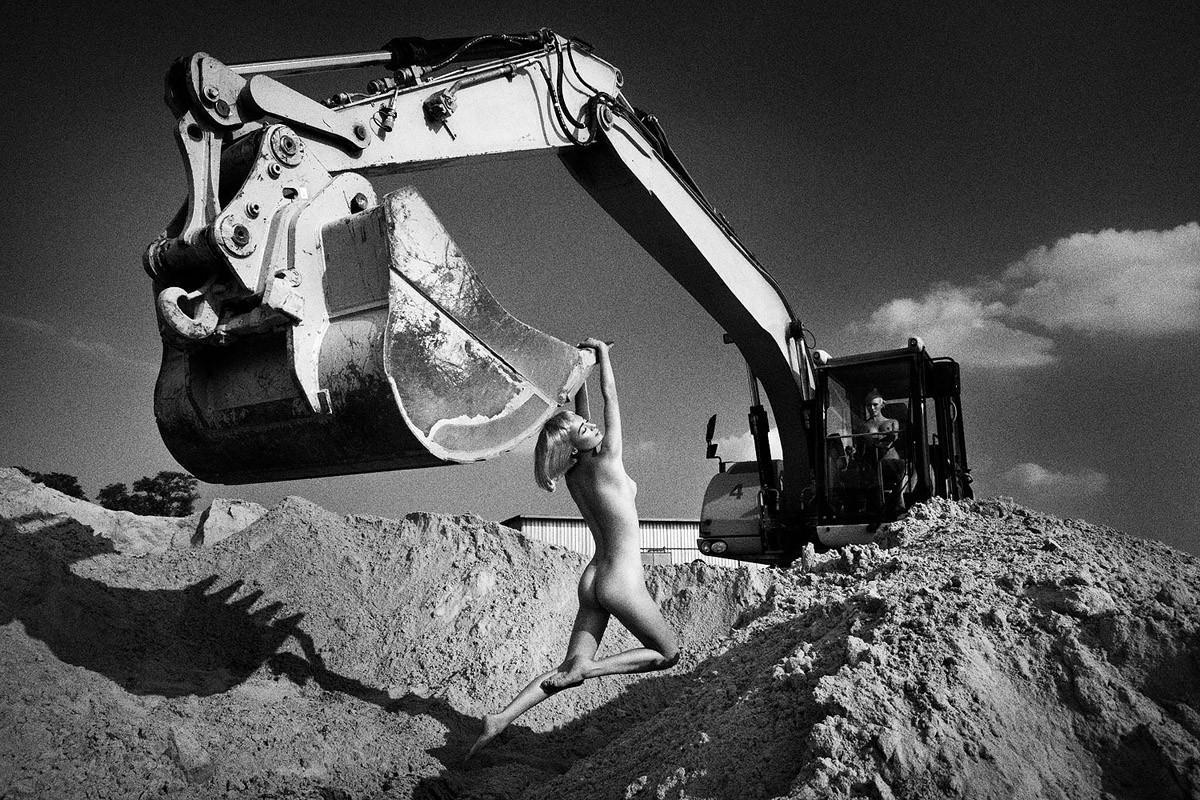 Динамичная красота в эротичных фотографиях Саймона Бродзиака 11