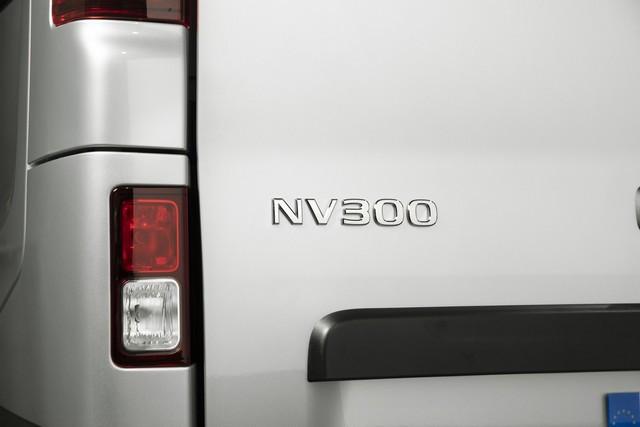 Le Nissan NV300 Combi Fait Peau Neuve New-NV300-Combi-Exterior-Tail-and-Badge-1200x800