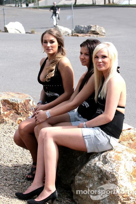 lemans-spa-2011-paddock-beauties