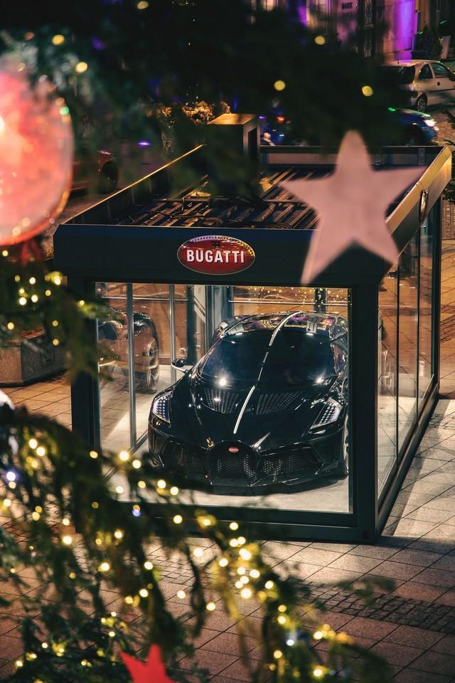 Un cadeau de Noël spécial pour la ville de Molsheim 06-la-voiture-noire-molsheim