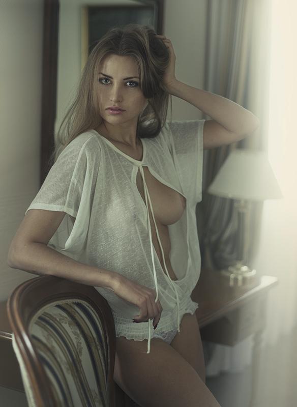 Белая кофточка - черная кофточка / фотограф Давид Дубницкий
