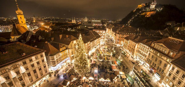 Advent market in front of the city hall c graz tourismus foto fischer 850x400