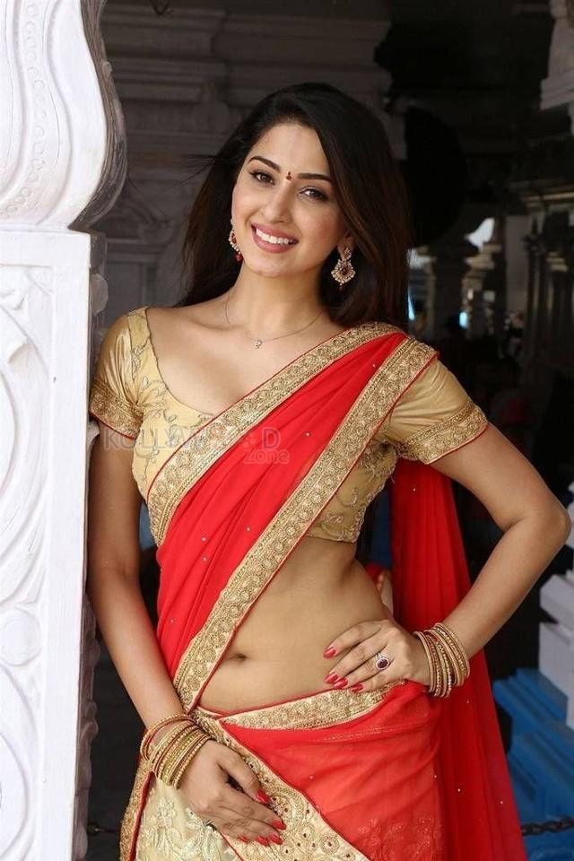 [Image: actress-eshanya-maheswari-hot-saree-clea...tos-01.jpg]