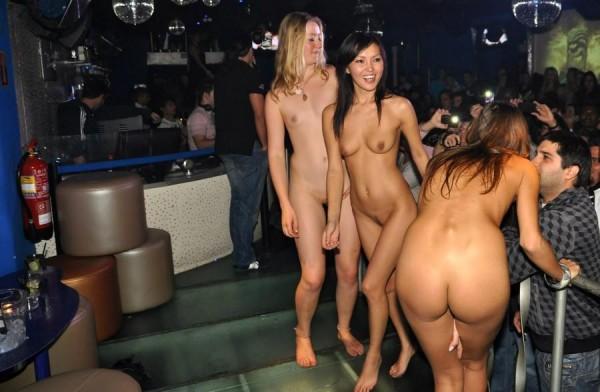 Девушки на вечеринке...