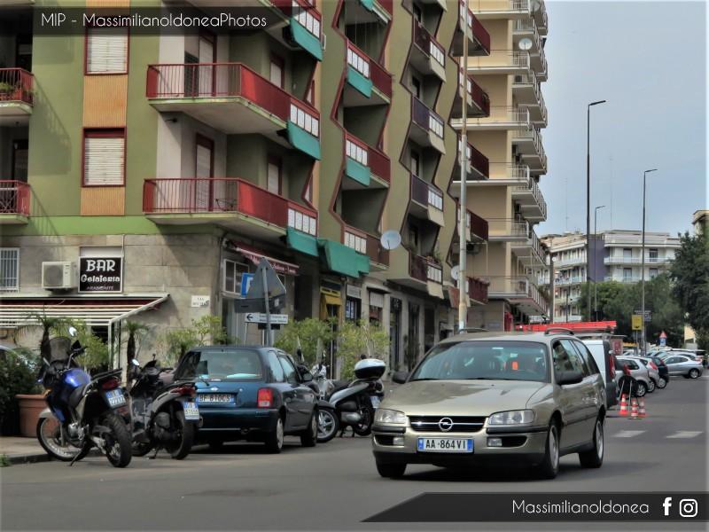 avvistamenti auto storiche - Pagina 17 Opel-Omega-SW-AA864-VI