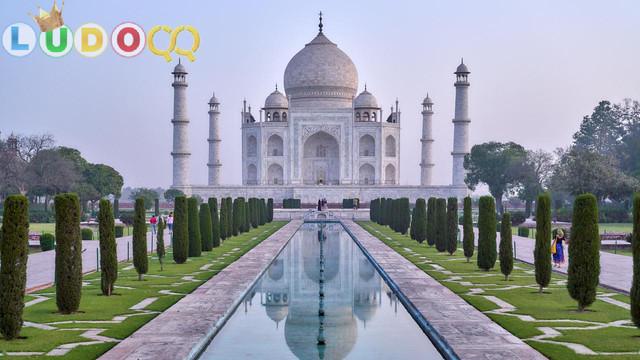 India Putuskan Tutup Taj Mahal hingga 31 Maret karena Virus Corona