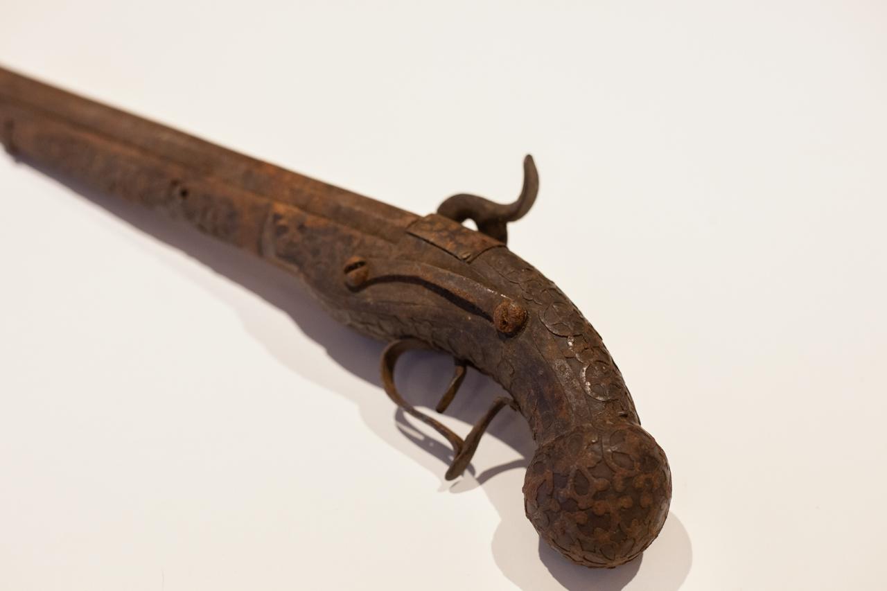 Une idée ? Ancien pistolet silex IMG-8567-Modifier
