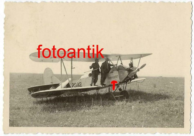 Foto-Gebirgsj-ger-Rgt-99-russisches-Flugzeug-Doppeldecker-mit