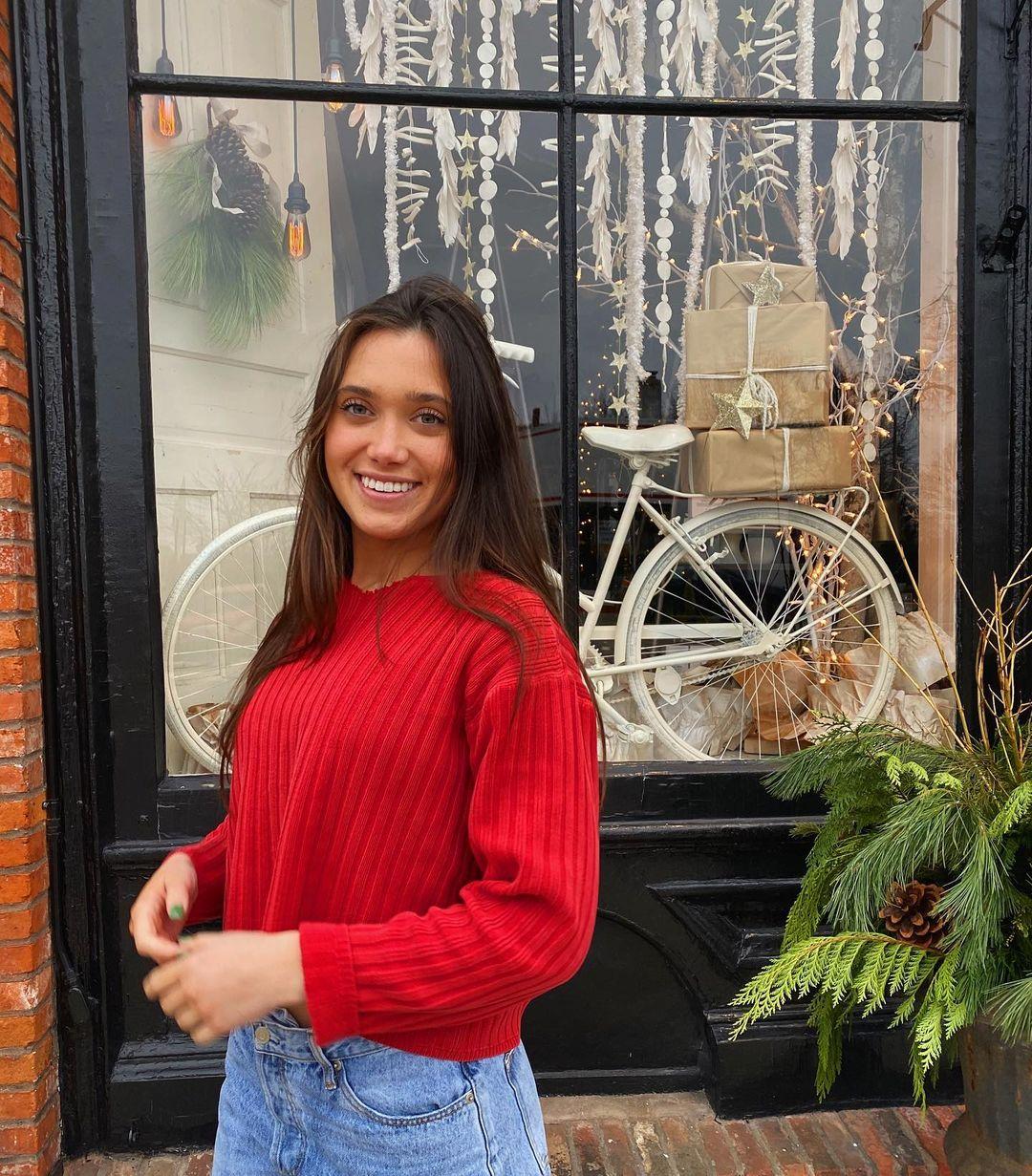 Hannah-Meloche-Wallpapers-Insta-Fit-Bio-1