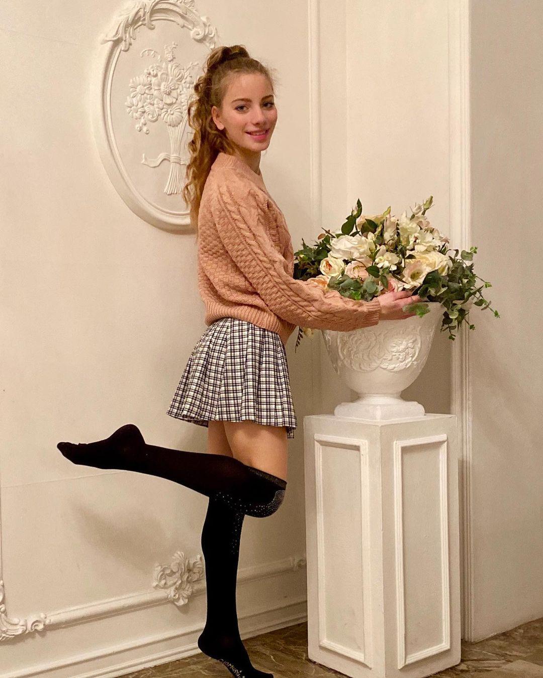 Anna-Gloss-Wallpapers-Insta-Fit-Bio-5