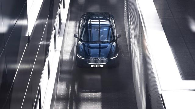 La Jaguar I-PACE EV320 : Une Nouvelle Édition Limitée, Disponible Dès À Présent, Rend Le Passage À L'électrique Plus Attractif Que Jamais Jag-I-PACE-21-MY-Exterior-Portofino-Blue-23-06-20-003