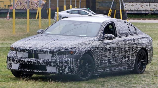 2023 - [BMW] Série 5 / M5 [G60 / G61] E6-B5554-F-B30-B-4-B5-A-898-C-3-D7-CE8-CB666-F