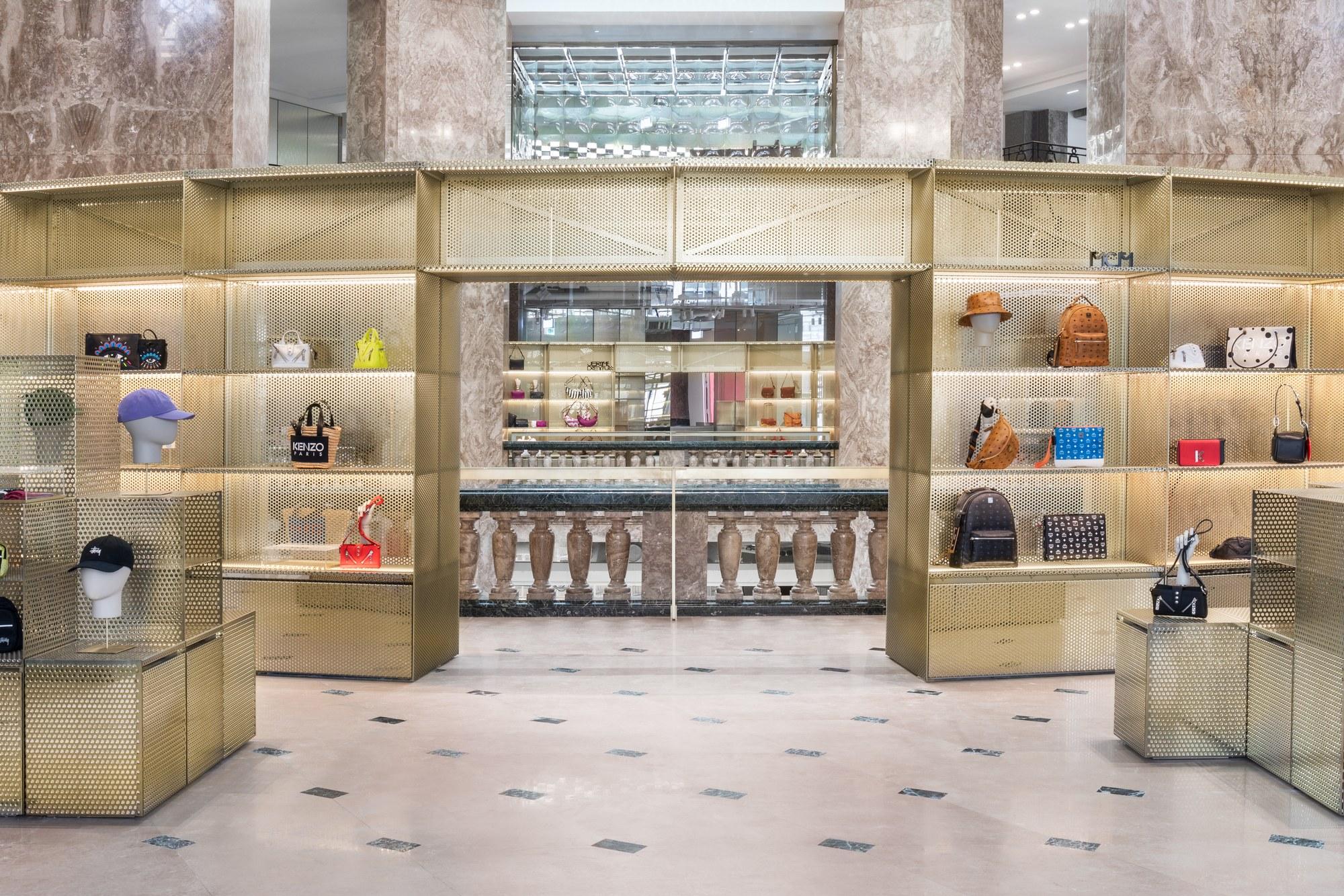 https://i.ibb.co/7W2jPds/Galeries-Lafayette-Champs-Elys-es-Maroquinerie-mars-2019-c-Delfino-Sisto-Legnani-e-Marco-Cappelletti.jpg