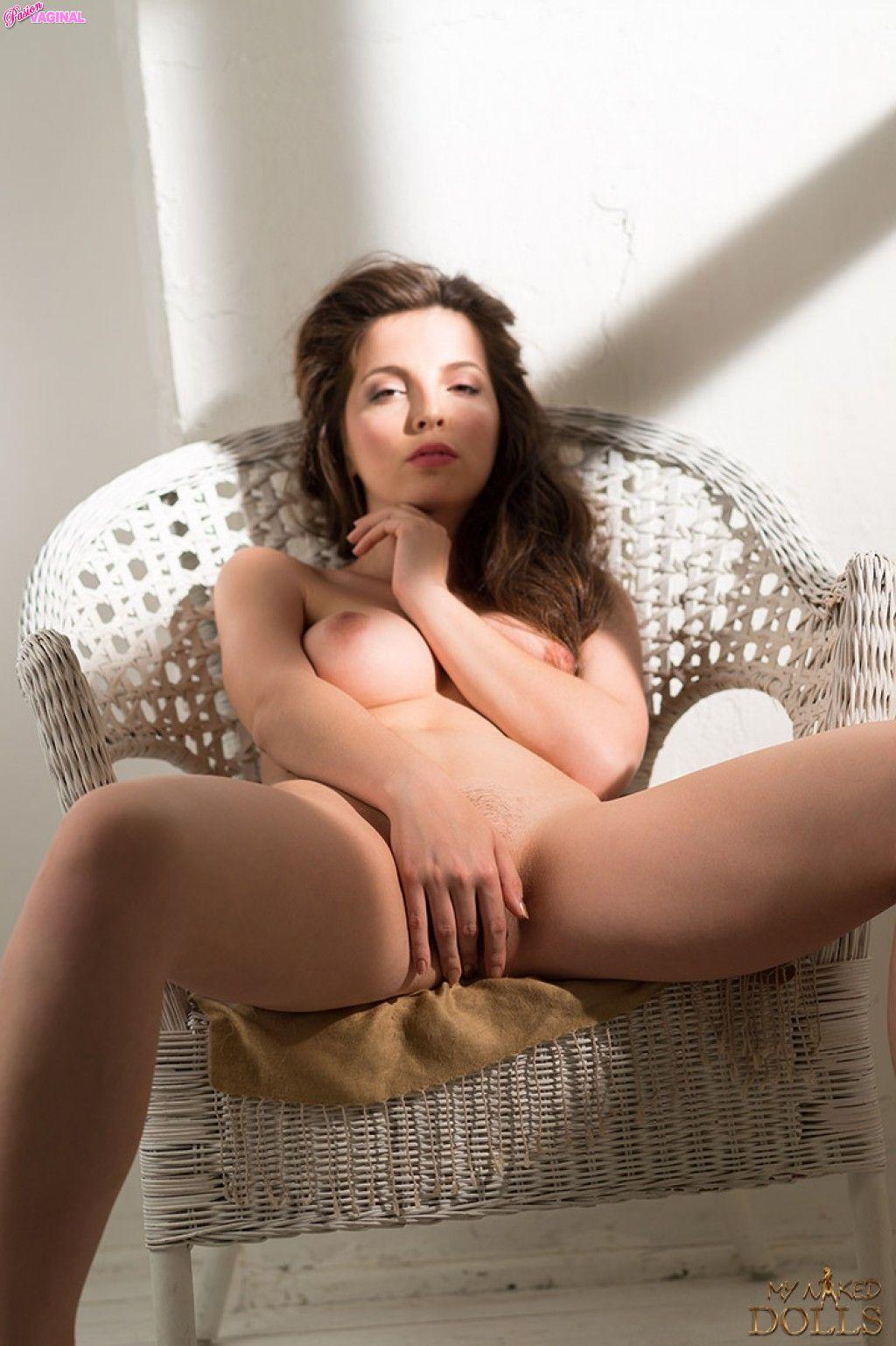 Karina-Avakyan-como-Miranda-Malena-en-My-Naked-Dolls-10