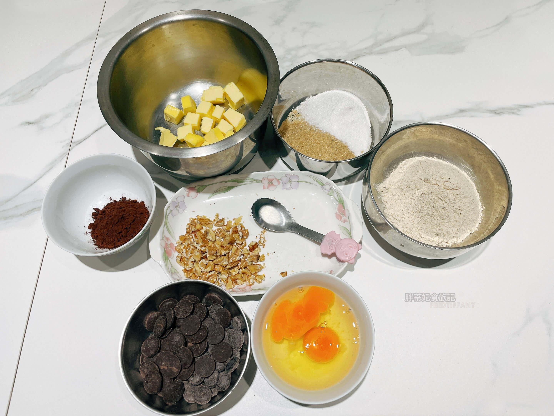 用 Mega Harvest烘焙預拌粉 的畫眉草籽粉做出無麩質的布朗尼蛋糕