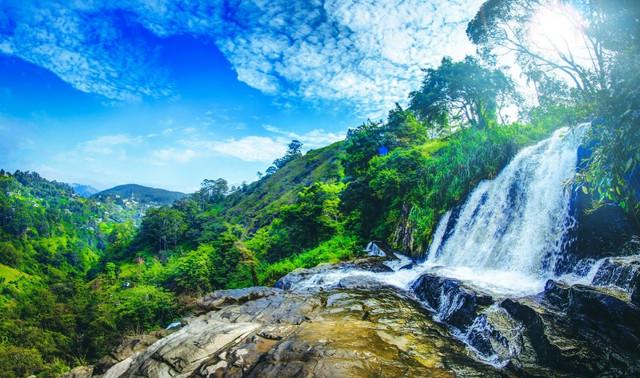 Sri-Lanka-Waterfalls-gallery-pop-up-1-min