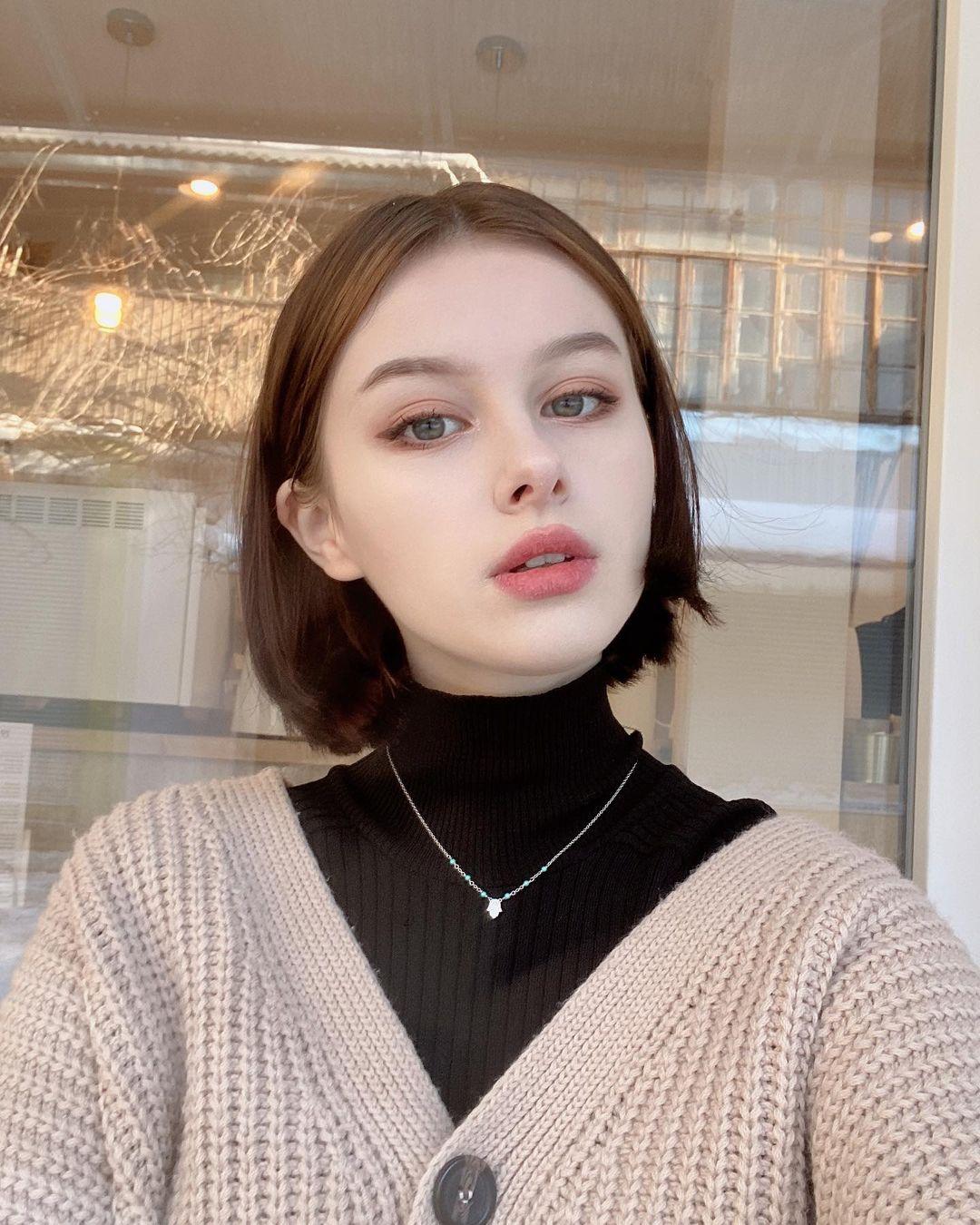 Darina-Brodskaya-Wallpapers-Insta-Fit-Bio-8