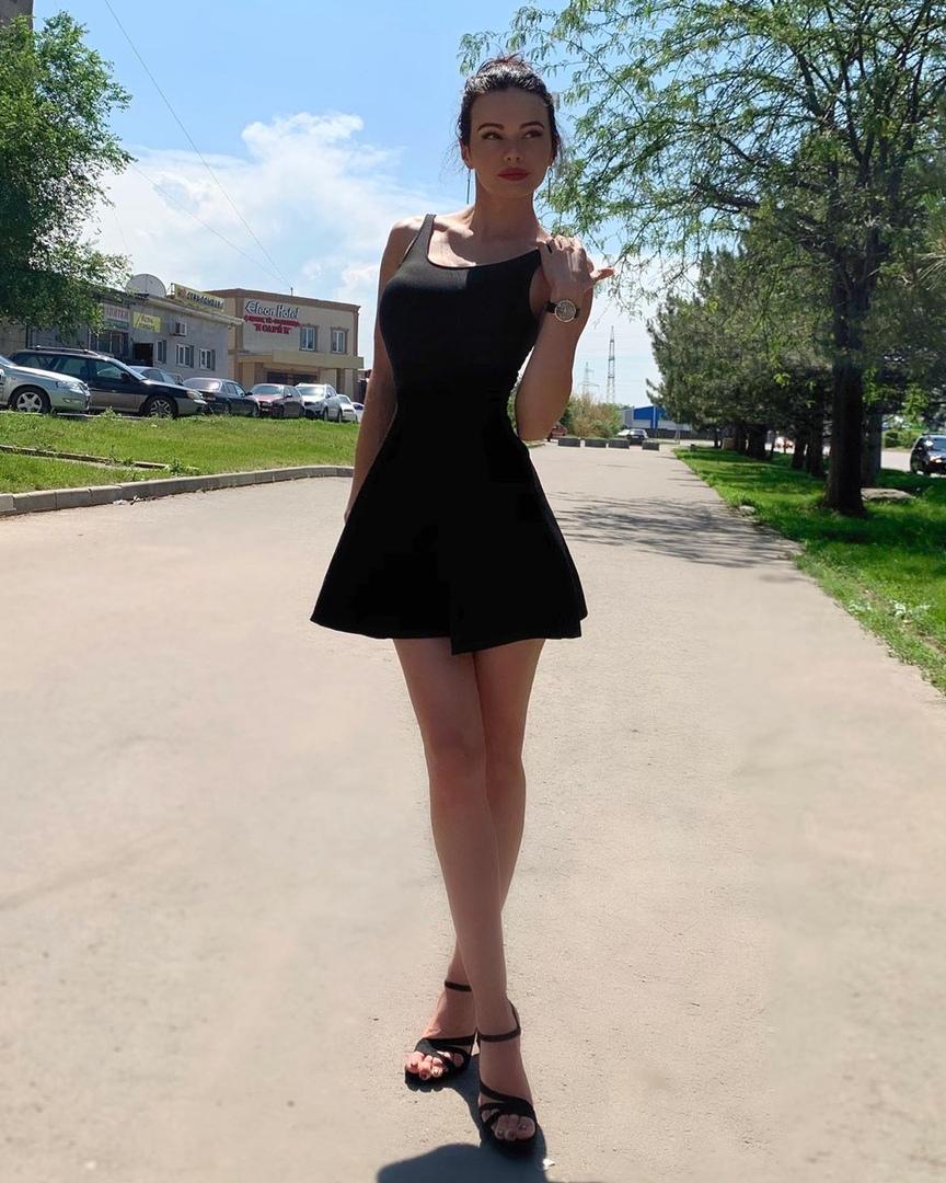 Uliana-Evsikova-Wallpapers-Insta-Fit-Bio-5