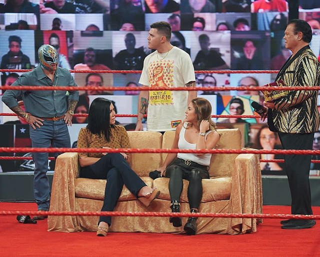 Familia Mysterio en Kings Court