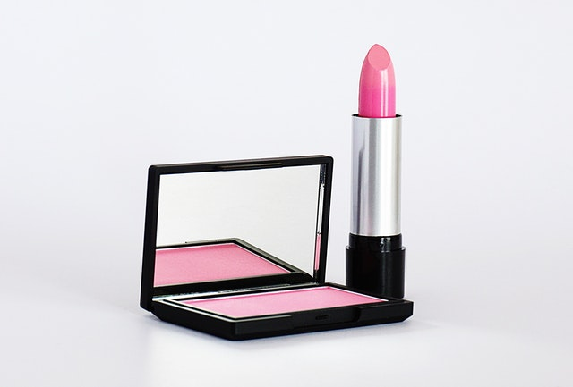 https://i.ibb.co/7kXSyXc/private-label-lipstick-and-makeup.jpg