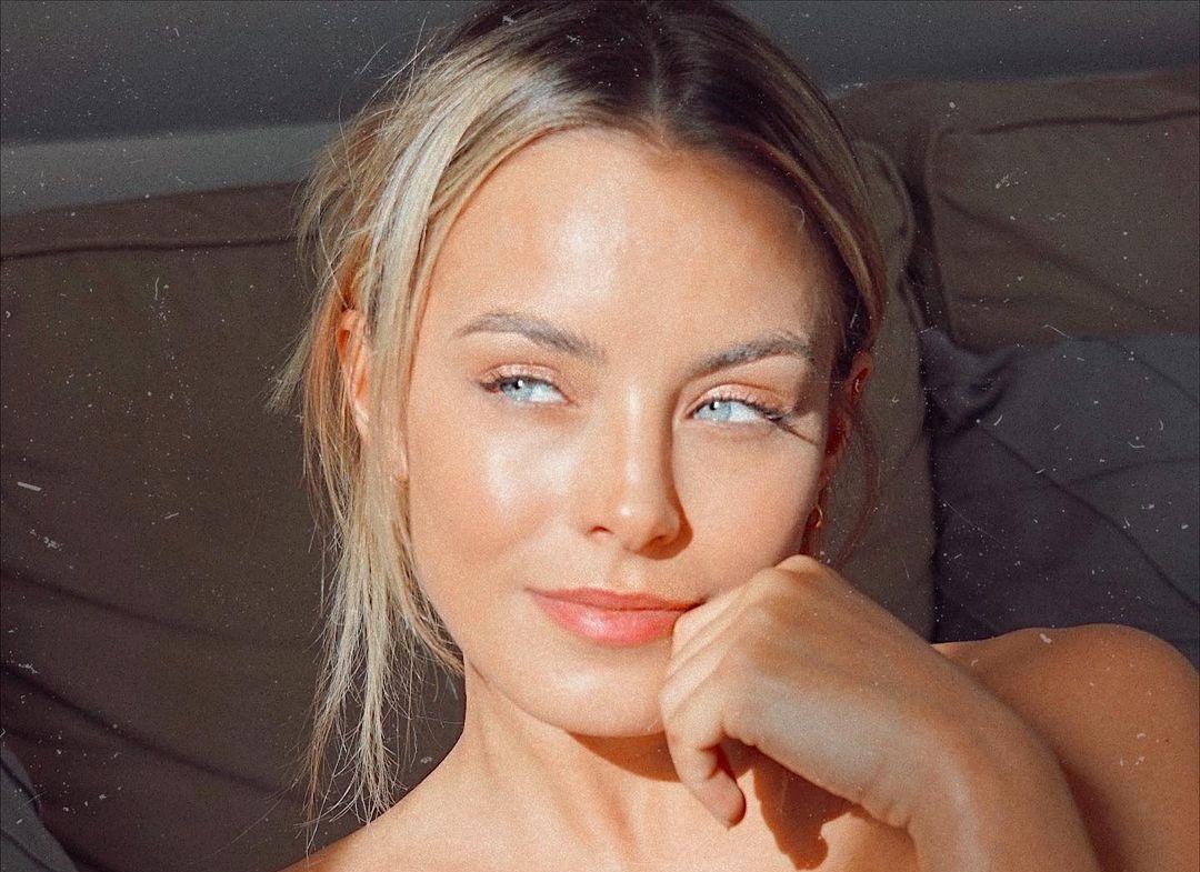 Lara-Runarsson-Wallpapers-Insta-Fit-Bio-13